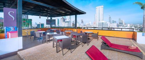 Furama Silom-poolbar